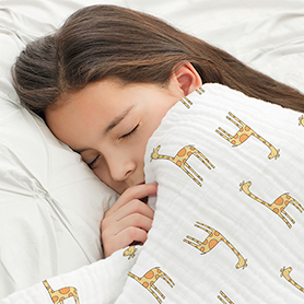 jungle jam - giraffe + white classic dream blanket